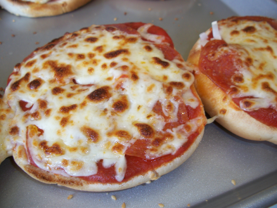Lark's Recipe of the Week: Mini Pizza on a Bun