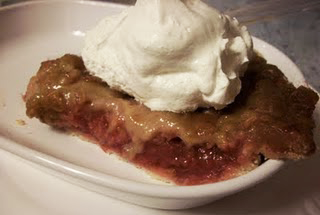Lark's Recipe of the Week: Strawberry Rhubarb Pie