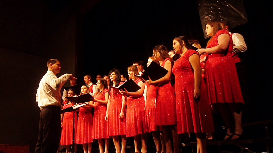 LCHS Band and Show Choir put on Christmas concert