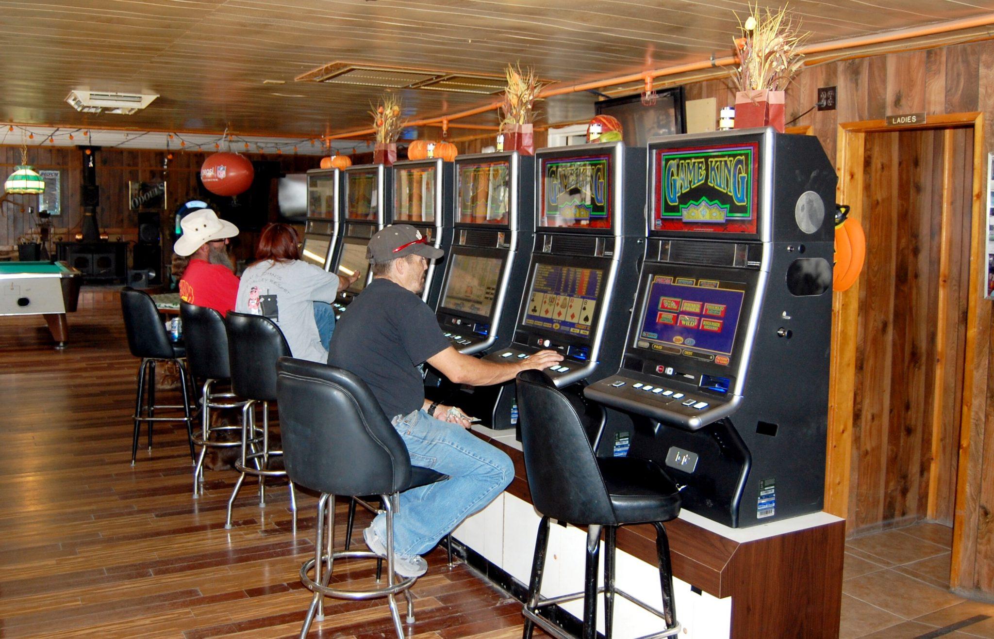 Eagle Valley Resort installs slot machines