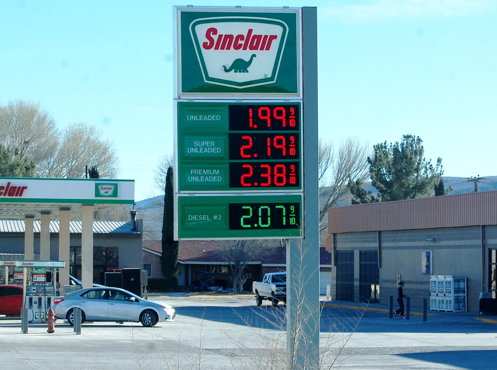 Gas Station Prices >> Gas Prices Drop In County National Average At 1 73