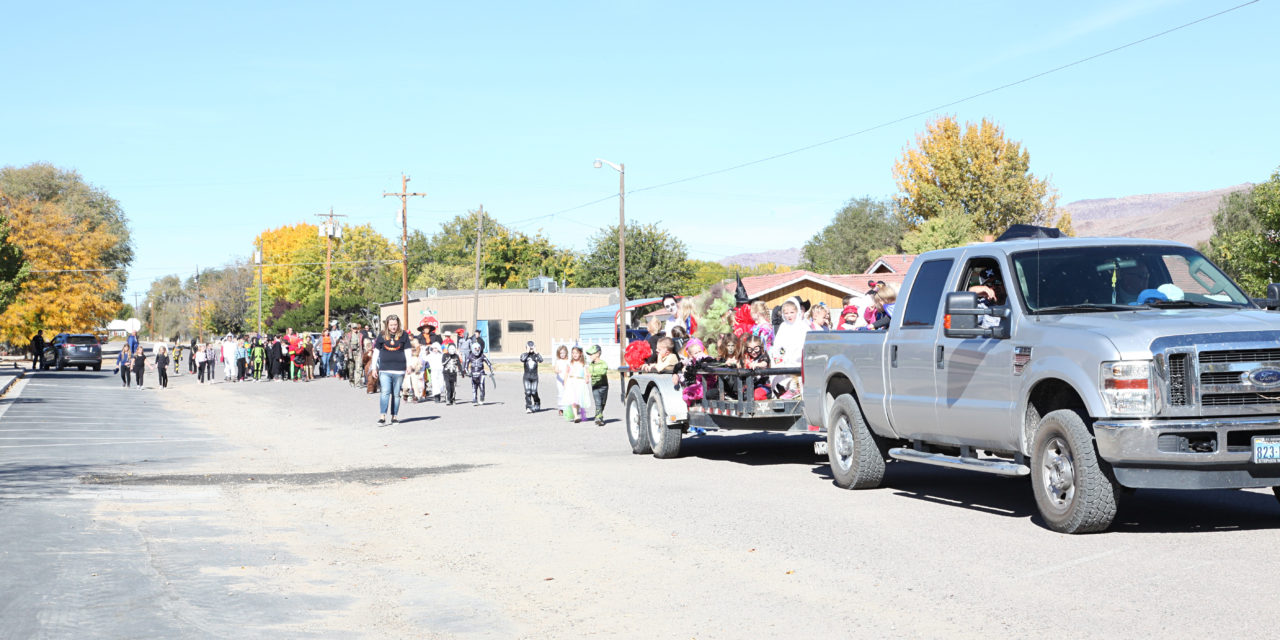 Pahranagat Elementary Takes Part in Annual Halloween Parade