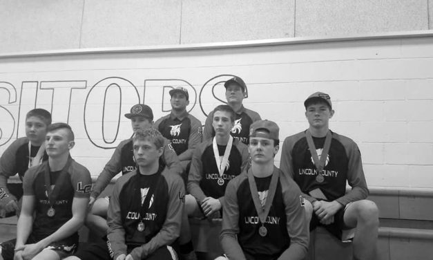 Lincoln wrestlers come up big at regionals